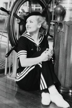Carole Lombard, in a matching navy blue sailor shirt and striped pant. Golden Age Of Hollywood, Vintage Hollywood, Hollywood Stars, Classic Hollywood, Hollywood Glamour, Hollywood Icons, Classic Actresses, Classic Films, Hollywood Actresses