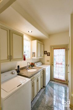 We Love This Laundrey Room! 22575 Rio Robles, RED BLUFF Property Listing: MLS® #16-2258 CA BRE 01842969 530-410-6011