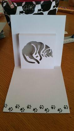 Kirigami chat - Kirigami et scrap d'Elise Origami Cards, Origami And Kirigami, Architecture Origami, Tarjetas Pop Up, Rena, Paper Pop, Homemade Greeting Cards, Paper Engineering, Vinyl Paper