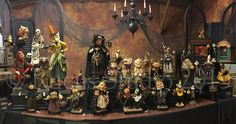 Rucus Studio display at 2015 Ghoultide Gathering. Halloween Arts And Crafts, Halloween Doll, Halloween Horror, Vintage Halloween, Happy Halloween, Halloween Decorations, Halloween Stuff, Dracula, Sculpture Art