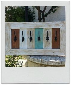 Pallet Crafts, Frame Crafts, Diy Pallet Projects, Wood Crafts, Recycled Furniture, Furniture Projects, Pallet Barn, Jewelry Wall, Reclaimed Wood Projects