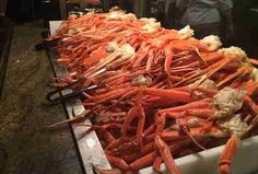 Fill Up on King Crab Legs at Las Vegas' Absolute Best Seafood Buffets - Travel and Restaurants Las Vegas Eats, Las Vegas Food, Las Vegas Restaurants, Las Vegas Hotels, Best Food In Vegas, Las Vegas Desserts, Buffet Restaurants, Vegas Fun, Seafood Buffet Las Vegas