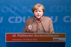 Angela Merkel   Politischer Aschermittwoch CDU Volkmarsen   Bildjournalist Kassel   Karsten Socher Fotografie http://blog.ks-fotografie.net/pressefotografie/angela-merkel-volker-bouffier-kwhe16-volkmarsen/