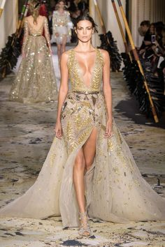 Zuhair Murad Spring 2018 Couture Fashion Show - The Impression Zuhair Murad, Fashion Show Themes, Fashion Week, Runway Fashion, Sexy Dresses, Nice Dresses, Club Dresses, Style Couture, Haute Couture Fashion