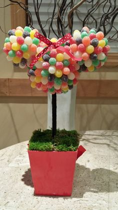 {Minnie Mouse Party Ideas} How sweet is this DIY Minnie Mouse gumdrop topiary?! #partydecor #DIY