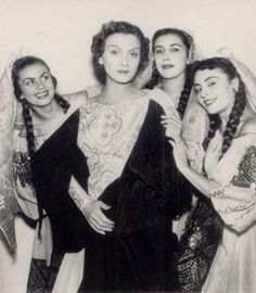 The beautiful singer, Maria Tanase, with friends Bucharest Romania, Folk Fashion, Folk Costume, Vintage Photographs, Historical Photos, Old Photos, Amazing Photography, The Past, Black And White