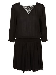 Comfy and cute lace detailed dress from VERO MODA.