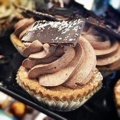 Se non è il #caffè ci pensa il #cioccolato a svegliarmi... #buongiorno #vegan #breakfast #colazione #colazionetime #ilcolazionista #chocolate #picoftheday #solocosebuone #delicious #lapatisserie #food #foodgram #foodlover #instafood #instadaily #daianalorenzato #italianexperience #follow #love #beautiful #dessert