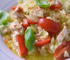 Pierś kurczaka faszerowana mozzarellą - kuchniabazylii.pl - blog kulinarny Caprese Salad, Risotto, Chili, Mozzarella, Curry, Fit, Pies, Chili Powder, Chilis
