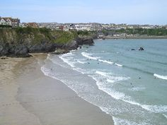 Surf at Great Western Beach in Newquay, Cornwall Surf Trip, Great Western, Cornwall England, Newquay Cornwall, Cool Places To Visit, Beautiful World, Travel Tips, Things To Do, Surfing