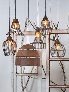 Wauw wat mooi zeg, een combinatie van verschillende hanglampen samen. Het geeft een heel speels en variërend effect. Surf naar onze website www.wantsandneeds.nl om alle lampen te bekijken!