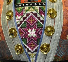Bilderesultat for bringeduker til bunad Folk Costume, Costumes, Going Out Of Business, Bridal Crown, Beaded Embroidery, Norway, Wedding Jewelry, Diy And Crafts, Textiles