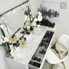 Dressing table accessories.