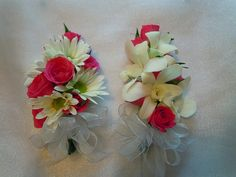 White daisies and hot pink sweetheart roses on the left, white dendrobium orchids and hot pink sweetheart roses on the right. White Dendrobium Orchids, Wedding Corsages, Daisies, Hot Pink, Floral Wreath, Roses, Prom, Wedding Ideas, Wreaths