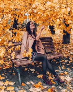 10 ideas to make your home cozy and warm in autumn – girl photoshoot ideas Fall Senior Pictures, Fall Pictures, Fall Photos, Autumn Photography, Girl Photography, Creative Photography, Girl Photo Shoots, Photo Portrait, Autumn Aesthetic
