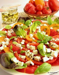 Smaczna Pyza: Sałatka pomidorowa z serem kozim w oliwie