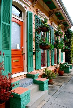 New Orleans French Quarter 2013 Love the colors and architecture New Orleans Homes, New Orleans Louisiana, New Orleans Architecture, Southern Architecture, New Orleans French Quarter, Road Trip Destinations, Holiday Destinations, House Colors, Beautiful Places