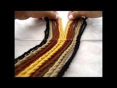Ply split braiding strap for Mochila bag Tapestry Bag, Tapestry Crochet, Macrame Patterns, Crochet Patterns, Crochet Stitches, Knit Crochet, Finger Weaving, Mochila Crochet, Card Weaving