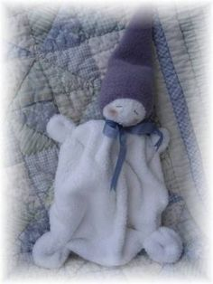 Waldorf Inspired Washcloth Gnome -- Too Cute! Fleece Crafts, Baby Crafts, Kid Crafts, How To Make Toys, Waldorf Dolls, Waldorf Crafts, Sewing Dolls, Cute Little Baby, Soft Sculpture