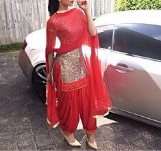 Haute spot for Indian Outfits. Salwar Kameez, Patiala Dress, Punjabi Salwar Suits, Punjabi Dress, Pakistani Dresses, Indian Dresses, Indian Outfits, Churidar, Indian Suits Punjabi