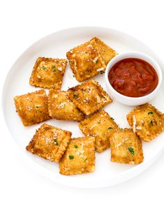 A super easy appetizer of cheese ravioli fried until golden brown and topped with Parmesan cheese and fresh parsley. Serve with marinara sauce for delicious dipping. Best Appetizers, Appetizer Recipes, Dinner Recipes, Italian Appetizers, Party Appetizers, Sandwich Recipes, Party Dips, Dinner Ideas, Snack Recipes