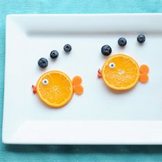 A Cute and Easy Summer Snack: Fruit Fish [from childrenfood.net]