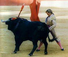 Cristina Sanchez de Pablos. sí, si que me gusta Yes. no, no me gusta No. Es una torera española nacida en Parla, Madrid el 20 de Febrero de 1972.MUJER Y TORO