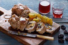 Εντυπωσιακή συνταγή, ζουμερό χοιρινό ρολό με δαμάσκηνα, κεδρόμηλα και Χωριό ελαιόλαδο Ορεινές Περιοχές, θα κερδίσει το γιορτινό μας τραπέζι. Καλή όρεξη!
