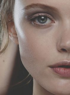 Frida Gustavsson // Valentino S/S 12 // dewy skin makeup Frida Gustavsson, Beauty Make-up, Hair Beauty, Pretty Makeup, Makeup Looks, Artist Makeup, Art Visage, Dewy Skin, Contour Makeup
