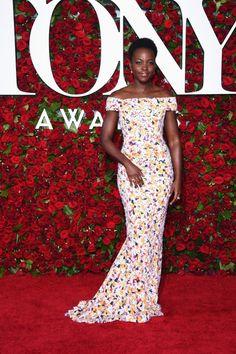 Tony Awards é a premiação do teatro americano e hoje teve festas e looks incríveis! De Lupita Nyongo às top models, teve de tudo, vem ver os looks da noite!
