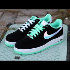 ultra rare Nike ID Hologram Green Glow Ultra rare. Like new. No box. Size/ 8M/9.5-10W. Green glow makes its way to Nike with this all new Air Force 1 Low also rocking the unique mint-like hue. Black velvet builds this latest Air Force 1 Low, working together with a metallic silver Swoosh covered in an iridescent finish for a subtle yet still eyecatching look. Green glow takes center stage on these, handling the collar lining, nylon tongue and working together with white over the AF1 sole…