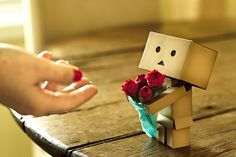 Singapore based photographer Anton Tang seems to have a terrific passion for the Danbo (cardboard box toy robot). Danbo, Miss Piggy, Cardboard Robot, Luv Letter, Box Robot, Robot Cartoon, Amazon Box, Cute Box, Cute Photography