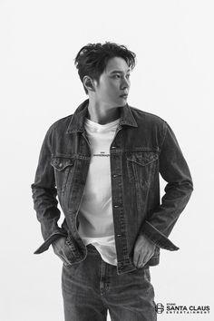チュウォン、男らしさ溢れるグラビアのビハインドカットを公開「ミュージカルは幸せで不思議な空間」 - Kstyle Joo Won, Denim, Boys, Jackets, Instagram, Korean Wave, Baby Boys, Down Jackets, Senior Boys