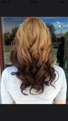 Cheveux blonds avec pointe châtains