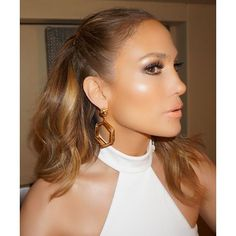 The Magical Highlighter Jennifer Lopez's Makeup Artist Uses to Give Her Cheeks an Otherworldly Glow