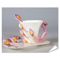 This is the most beautiful teacup I've ever seen. Adorable peacock. I love the handle and the way the feathers extend out.