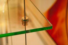 Prateleira Suspensas por cabos de aço prateleira suspensa por cabos de aço.vidros de varias espessuras. fazemos seu projeto.