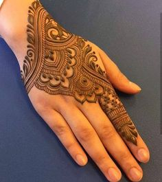 50 Most beautiful Heena Mehndi Design (Best Henna Design) that you can apply on your Beautiful Hands and Body in daily life. Back Hand Mehndi Designs, Simple Arabic Mehndi Designs, Mehndi Designs 2018, Modern Mehndi Designs, Mehndi Design Pictures, Beautiful Henna Designs, Bridal Mehndi Designs, Henna Tattoo Designs, Mehandi Designs