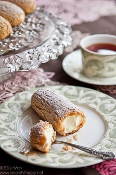 Laduree Vanilla Eclairs, looks yummy! Best Dessert Recipes, Fun Desserts, Sweet Recipes, Eclairs, Profiteroles, Cupcakes, Cupcake Cakes, Eclair Recipe, Creative Food