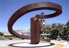 Martín Chirino: hierro, espiral y geometría.   Matemolivares
