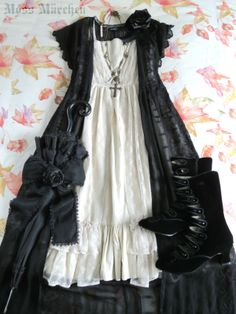 Gothic Lolita     Dress: Victorian Maiden Overdress: Topshop Parasol: Baby the Stars Shine Bright Rose bow: h.Naoto FRILL Shoes: Bordello Necklaces, rose bow brooch: Moss Märchen