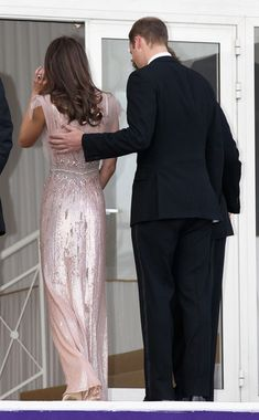 Kate Middleton Photos - Will and Kate back on the Balcony - Zimbio