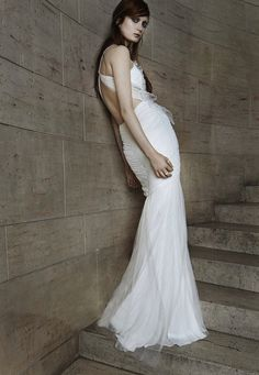 Vera Wang Spring 2015 Bridal Collection - Ivory pleated tulle mermaid gown with sweetheart neckline, cotton ribbon straps, cut-out back and godet skirt. Vera Wang Bridal, Vera Wang Wedding, Edgy Wedding, Mod Wedding, Bridal Collection, Dress Collection, Bridal 2015, 2015 Wedding Dresses, Dress Wedding