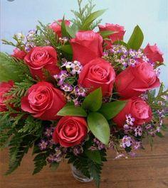 Beautiful Flowers Wallpapers, Beautiful Rose Flowers, Romantic Roses, Pretty Flowers, Altar Flowers, Flower Arrangements Simple, Valentines Flowers, Morning Flowers, Flower Wallpaper