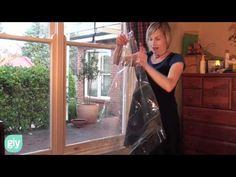 How to do simple double glazing with window insulating film Plastic Windows, Old Windows, Thermal Windows, Home Insulation, Window Glazing, Double Glazed Window, Window Film, Winter House, Diy Home Improvement