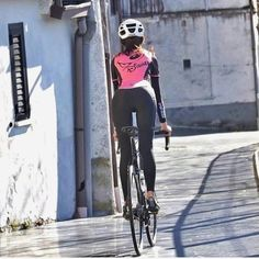 "Gregory H. Fahey on Instagram: ""Downhill @cinzia_bike * Follow us @Gregory.H.Fahey for more💝 * 📷 Via : @miamiridelife #cyclingtips #cyclingroad #cyclingshots #cyclingcap…"""