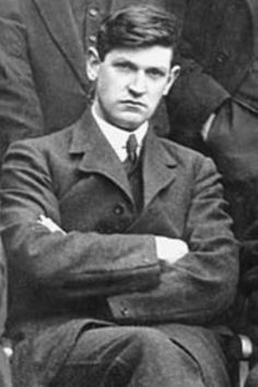 Meet one of the toughest men in history quitting his job as a clerk banker in London to join the IRA evading a crown bounty on his head he became an elected British MP set up a spy network and went to negotiate with Churchill and allowed Ireland to become a free republic - Michael Collins (1920) Scotish Men, Free Republic, Northern Ireland Troubles, Irish Independence, The Ira, Irish Language, Michael Collins, Defence Force, Luck Of The Irish