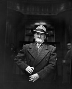 A travers un miroir sans tain en 1946 photo mirroir tain new york 08 744x920