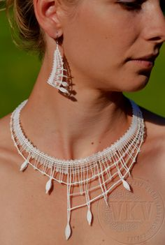 Taťána set | Vamberecká krajka Lace Jewelry, Textile Jewelry, Fabric Jewelry, Jewelery, Handmade Jewelry, Wire Crochet, Crochet Art, Thread Crochet, Lace Patterns