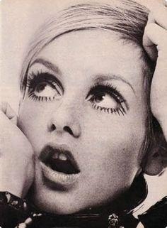 Twiggy - forever an icon Estilo Twiggy, Estilo Retro, 70s Icons, Style Icons, 1960s Fashion, Vintage Fashion, Colleen Corby, Look Retro, New Fashion Trends